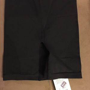NWT Lululemon Sculpt Short in size 4